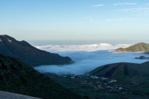 Tenerirffa, nahe Masca, die Wolken erreichen das Dorf