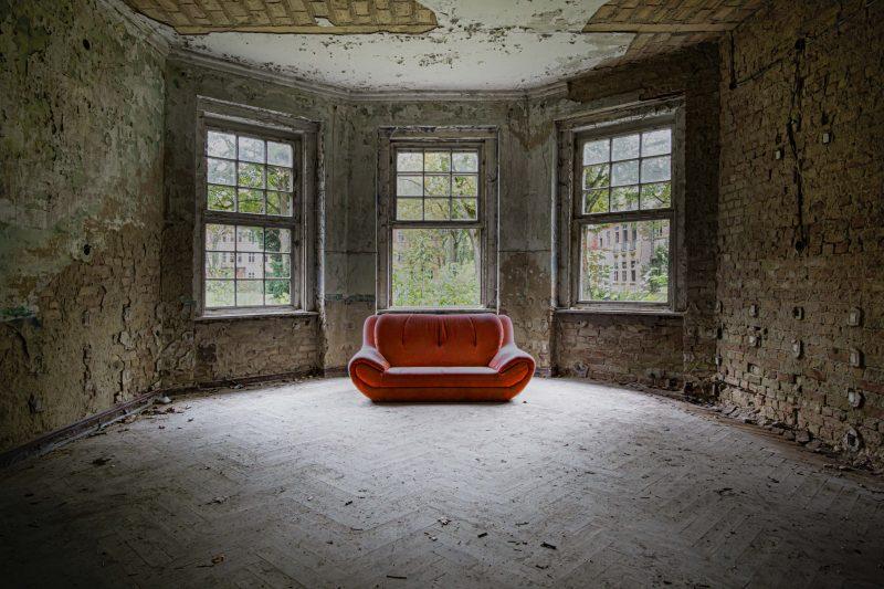 Heilstätte Grabowsee, rote Sofa